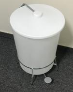 Natural Limp - Lixeira redonda em polietileno com pedal - 30 Litros